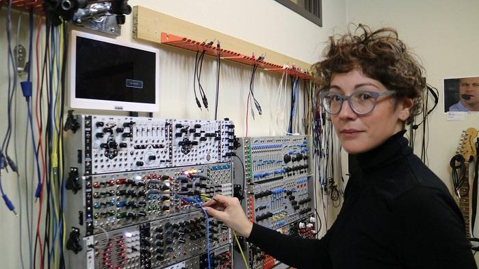 [Č I P k e] Alissa DeRubeis: Modularni sinti / delavnica