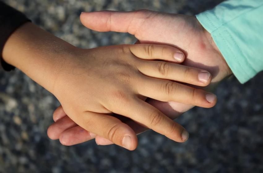 Prosti delovni mesti: Spremljevalec gibalno oviranega otroka in Spremljevalec učencu
